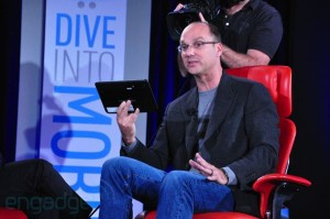 Andy Rubin Demos Android 3.0 Homeycomb Motorola Tablet
