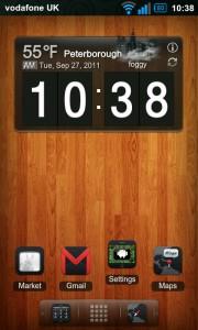 Regina 3D Launcher - Typical homescreen, featuring clock and weather widget