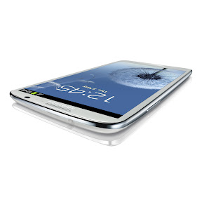 GALAXY S III in White Low Table Angle View