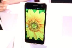 ZTE Grand S Vibrant Screen