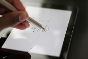 GoSmart Stylus 200 - Writing on Tablet
