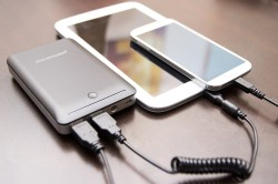 RAVPower 14,000mAh Deluxe Power Bank - Charging Smartphone and Tablet at Same Time